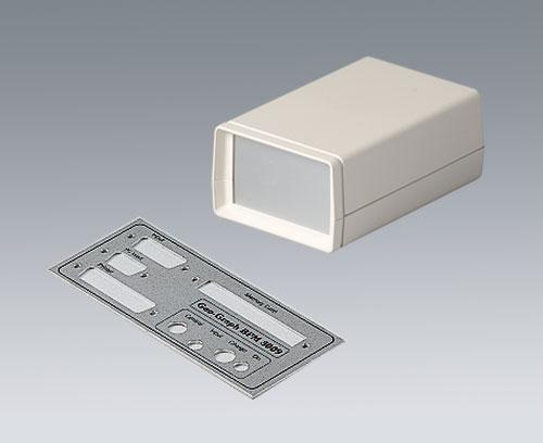 Aluminiumplatte mit Ausschnitten für Schnittstellen und Bedruckung