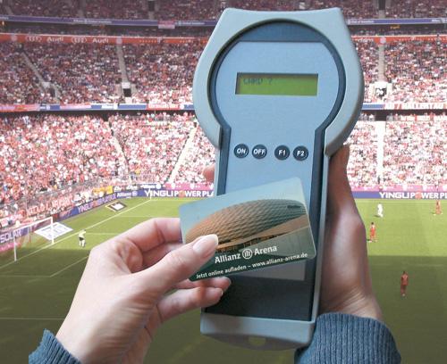 Mobiles Saldoanzeige-Gerät im Fussballstadion, Automaten Seitz