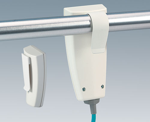 Halteklammer für Rundrohre und praktischer Ansteckclip als Zubehör