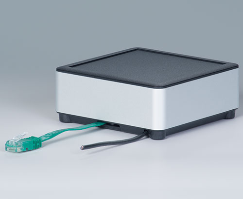 Applikation mit Kabelausgang im Unterteil (extra flaches Netzwerkkabel, Rundkabel)