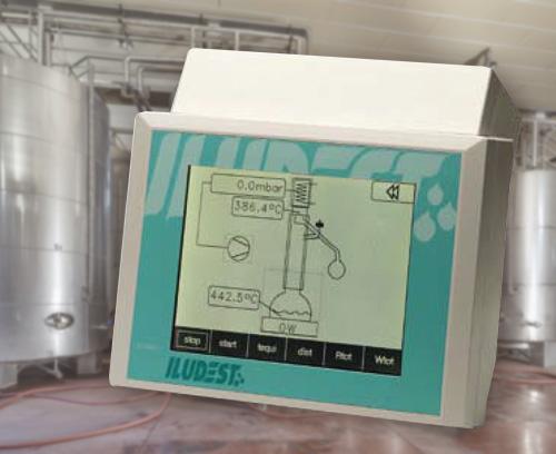Appareil de commande et de surveillance d'unités de distillation