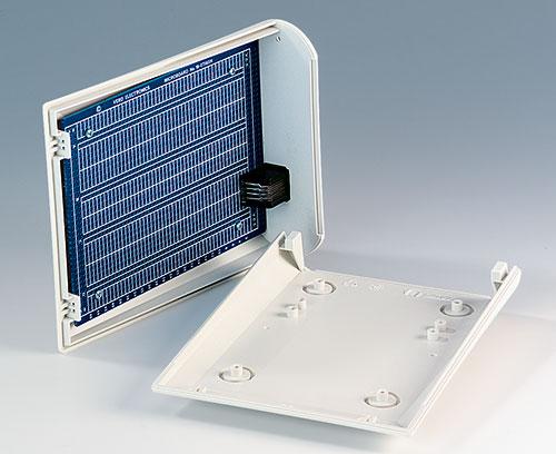 Des bossages de fixation pour circuits imprimés et composants à incorporer