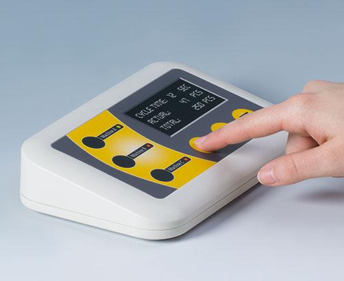 Evotec - boitier pupitre avec zone de commande inclinée par 12°; avantageuse pour la commande et la lecture des données
