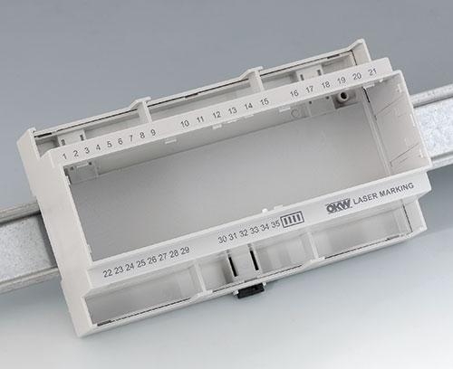 RAILTEC C en PC (UL 94 V-0), gris clair avec inscription laser