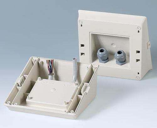 Des interfaces dans le socle pour le câblage