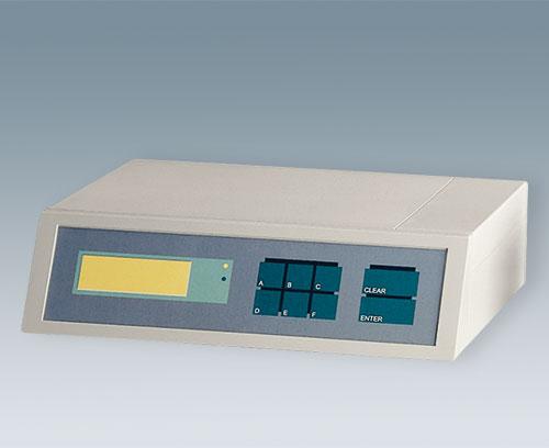 Zone de commande en retrait protégeant le clavier à membrane