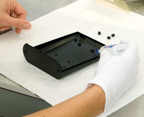 éléments de fixation pour afficheurs, circuits imprimés ...
