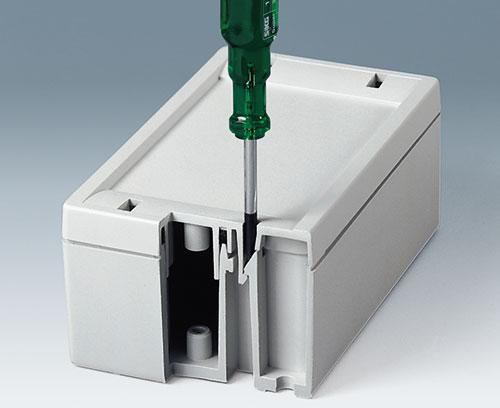 Démontage avec un outil de décliquetage ou tournevis