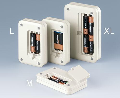 Compartiment piles ; le couvercle du compartiment piles est à encliqueter ; le cas échéant, il peut être fixé par vis pour plus de sécurité