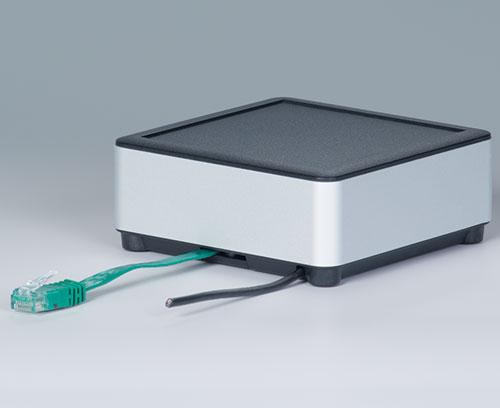Application avec câble dans la partie inférieure (câble réseau extra plat, câble rond)