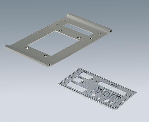Plaque en aluminium avec découpes