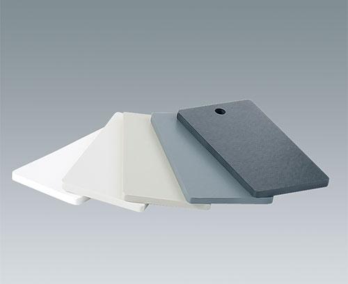 Пластмассовые панели из материалов различных цветов