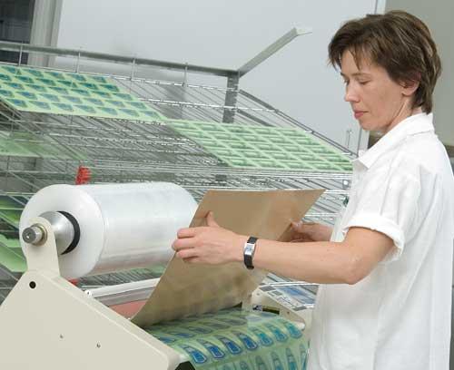 Наклейки с цифровой печатью изготавливаются на нашем собственном производстве в листах