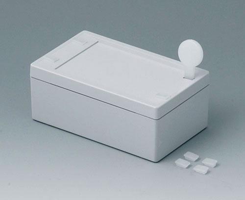 В комплект входят специальный инструмент для открывания и заглушки для технологических отверстий